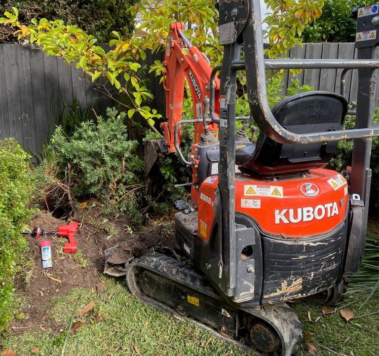 https://lhplumbing.com.au/wp-content/uploads/2020/06/excavator-and-drainage-equipment-gallery-768x722.jpg
